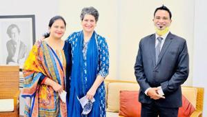 Dr Kafeel Khan and his wife meeting Congress leader Priyanka Gandhi Vadra in Delhi.(Sourced)