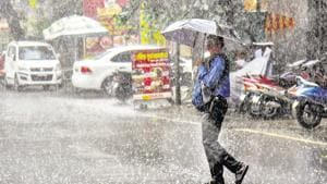 People use umbrella to protect themselves from rain near Ganjwe chowk in Pune.(Sanket Wankhade/HT PHOTO)