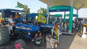 Members of the Bhartiya Kisan Union (BKU Ekta-Ugrahan), including women, staged protests outside nearly 10 fuel stations.(HT Photo)