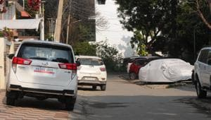 Lack of parking space forces people to leave their vehicles on the roads or pavements.(HT Photo)