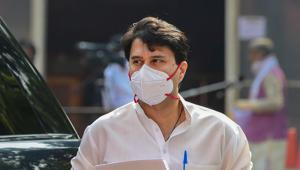 BJP MP Jyotiraditya Scindia arrives to attend the ongoing Monsoon Session of Parliament at Parliament House in New Delhi, Sunday, Sept. 20, 2020.(PTI)