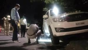 Police officials look for clues at the spot where Gurlal Brar, an aide of gangster Lawrence Bishnoi was shot dead in the early hours of October 11 in Chandigarh.(HT Photo)