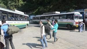 Covid-19 testing camps currently are operational at the Sarai Kale Khan and Anand Vihar ISBTs as they also cater to intra-state buses, and such testing camps will be extended to the Kashmere Gate ISBT as well, once it is reopened.(HT Photo)