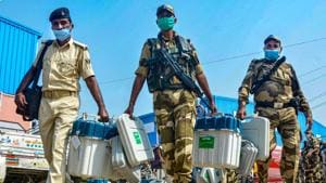 Security personnel carrying Electronic Voting Machines (EVMs) arrive on the eve of first phase of Bihar Assembly Elections.(PTI)