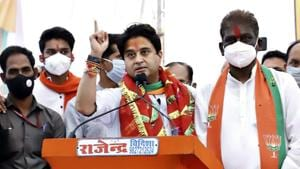 BJP MP Jyotiraditya Scindia addressing an election rally at Raisen district in Bhopal on Thursday.(ANI File Photo)