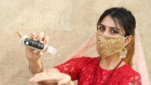 Saachi Sahni, a Gurugrammer, is geared up to fast on this Karwa Chauth. Sporting a designer face mask, she is ready to sanitise after every step of the puja since safety comes first amid the pandemic!(Photo: Manoj Verma/HT)