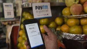 Small vendors on street sides are accepting PayTM as a mode of payment in New Delhi.(Saumya Khandelwal/HT PHOTO)