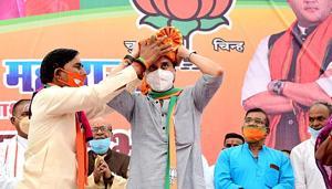 BJP MP Jyotiraditya Scindia during an election campaign rally in Pohari, Shivpuri district on Saturday.(ANI)