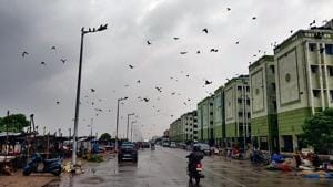 Dark clouds hover over Chennai as Cyclone Nivar is set to cross Tamil Nadu.(ANI)