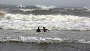 Tamil Nadu, Nov 24 (ANI): High waves hit the coast of the Bay of Bengal ahead of the landfall of Cyclone Nivar in Chennai on Tuesday. (ANI Photo)
