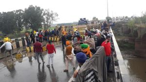 After Haryana Police blocked their entry at Khanauri border in Sangrur district on Wednesday, Punjab's farmers have decided to undertake the Delhi Chalo march through other routes besides trying to enter through the highway again on Thursday.(Avtar Singh/HT)