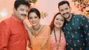 Aditya Narayan and Shweta Agarwal with his parents.