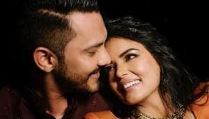 Aditya Narayan and Shweta Agarwal pose together.