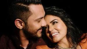 Aditya Narayan poses with wife Shweta Agarwal.