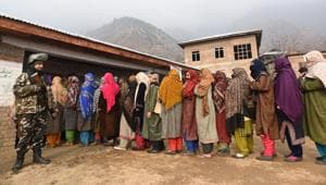 Voters queue up to cast their vote during the fourth phase of the district development council elections in Ganderbal .(Representative Image/HT File Photo)