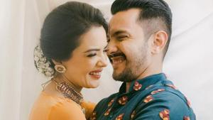 Aditya Narayan and Shweta Agarwal in Kashmir on their honeymoon.