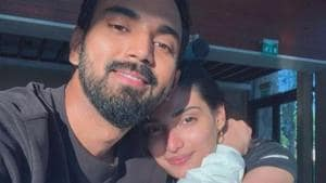 Athiya Shetty and KL Rahul pose for a selfie.