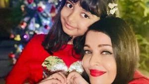 Aishwarya Rai poses with daughter Aaradhya.