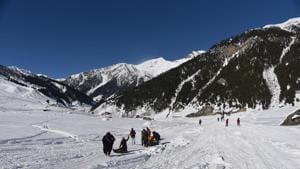 Tourists sledding in the snow at Sonmarg in Jammu and Kashmir.(Waseem Andrabi/Hindustan Times)
