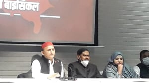 Samajwadi Party president Akhilesh Yadav addresses the media at a press conference in Lucknow on Tuesday.(HT PHOTO)