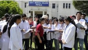 Fifteen dental colleges in Punjab, both private and government, have 1,140 BDS seats. Nine medical colleges of the state offer 1,385 MBBS seats.(HT file photo)