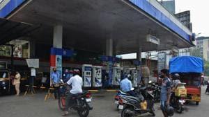 A view at a petrol pump in Thane, Maharashtra. ( Praful Gangurde/ HT Photo )