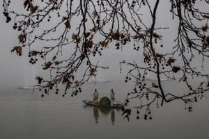Brrrr: Winter descends on Kashmir