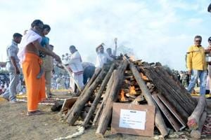 Umang along with her grandfather, Munnagiri, paid floral tributes and lit the funeral pyre, amid patriotic slogans raised by people who gathered from the surrounding villages