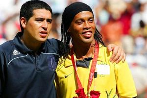 Ronaldinho, Riquelme could end retirement and play for Brazil club...
