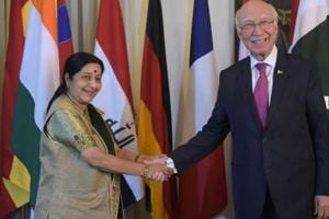 Pakistan's Sartaj Aziz sends a bouquet to Sushma Swaraj wishing speedy...
