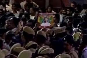People throng Apollo after news of deterioration in Jayalalithaa's...