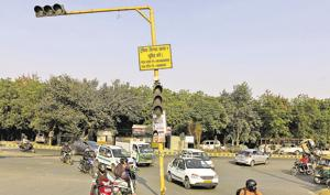 Faulty traffic signals pose  threat to city commuters
