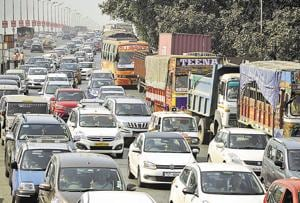 Toll collection, broken truck leads to chaos at Vashi toll naka