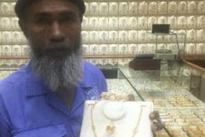 Bangladesh cleaner working in Saudi Arabia gifted gold after being...
