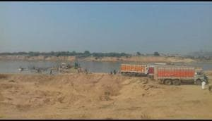 Sand miners fire on cops at Chhatarpur