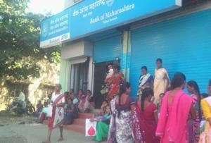 Demonetisation blues: Vasai residents stage sit-in after bank runs out...