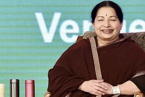 AIADMK leader Jayalalithaa and political commenter Cho: A mutual fan...