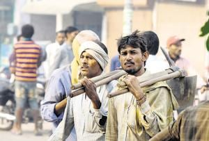 Daily wage workers start leaving Gurgaon