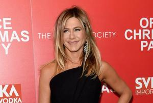 This jumpsuit worn by Jennifer Aniston to a premiere is worth Rs 3...