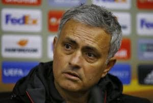 Manchester United boss Jose Mourinho criticizes pitch ahead of Zorya...
