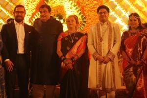Politics, showbiz, cricketing bigwigs attend Gadkari's...