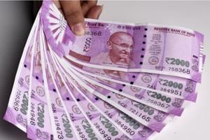 Gujarat police seize Rs 76 lakh in new Rs 2000 notes