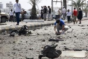 Suicide bomber kills many Yemeni troops in Aden
