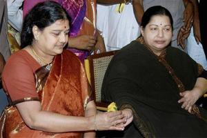 Senior AIADMK leaders urge Sasikala to take charge of party
