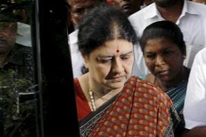 Tamil Nadu CM backs Sasikala to leader AIADMK after Jayalalithaa's...