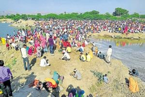 Rush for gold: Rajasthan villagers throng quarry searching for hidden treasure