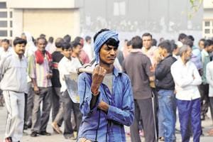 Labourers who had migrated to other states to earn a living are returning home post demonetisation as they are not getting wages due to cash crunch.