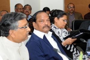 Chief minister Raghubar Das presides over a meeting of the 20-point programme implementation committee at the secretariat in Ranchi on Monday.