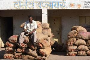 Farmers hit as vegetable prices crash down after demonetisation