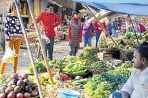 Vendors Association and ministers warn that cash crunch has hit farming in Bengal and supply to markets may come down, forcing prices of vegetables to rise in the coming months.